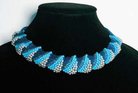 Winter Waves by Valerie Catallozzi©2020, Peyote Stitch, Flat Cellini Stitch, Bead weaving class